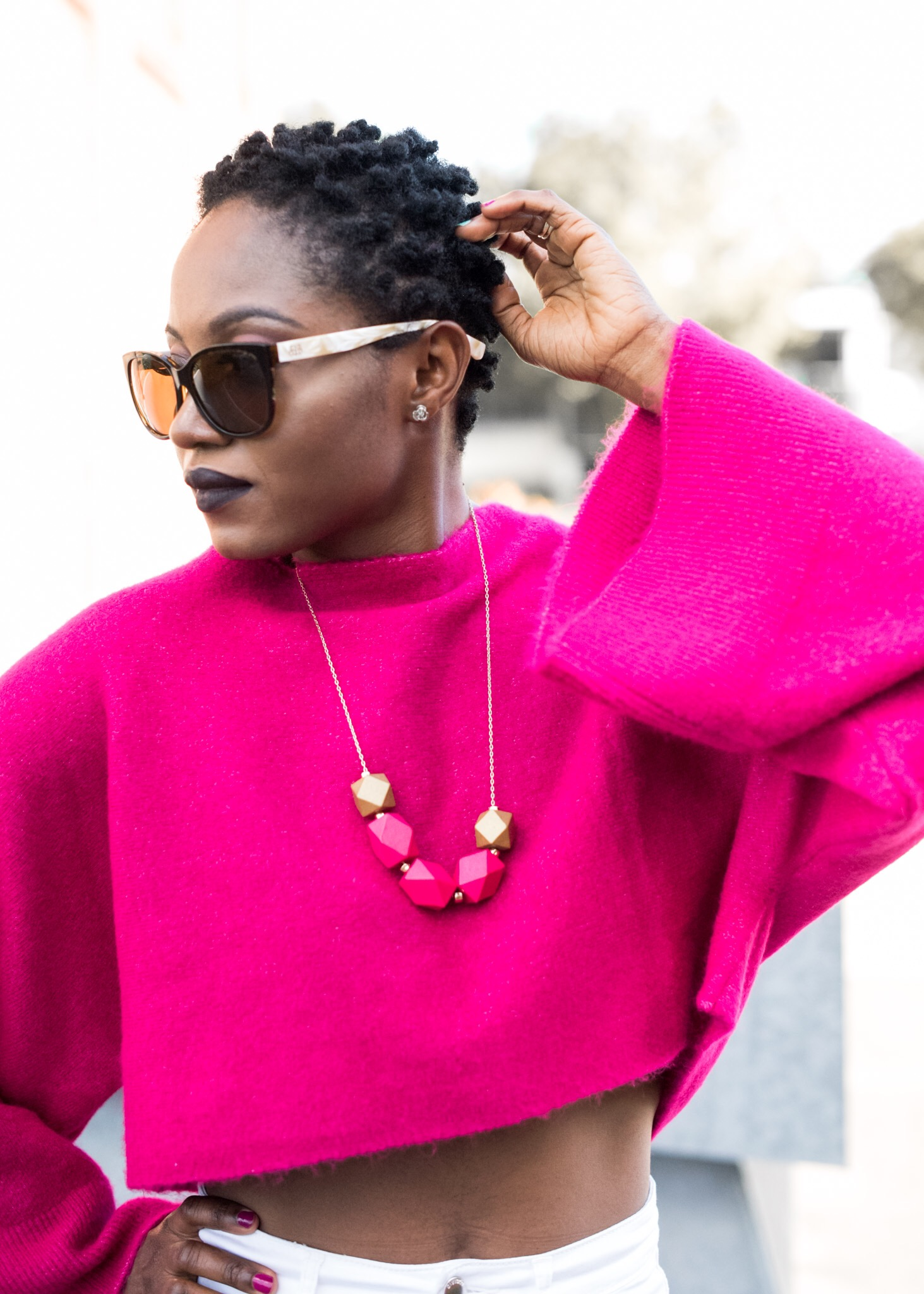 My pink dramatic sleeves Zara top …..with necklaces from Stephanie BIJOUX.